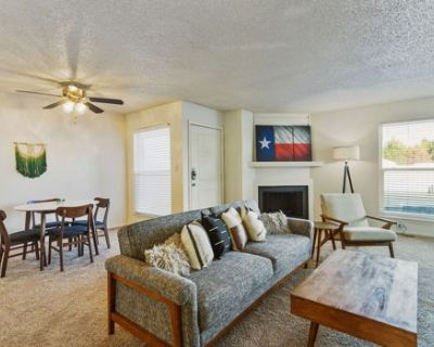 Modern Suite Just Outside Downtown Midland