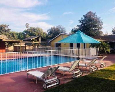 Pasadena Spacious House w/ pool & garden, Pasadena, CA
