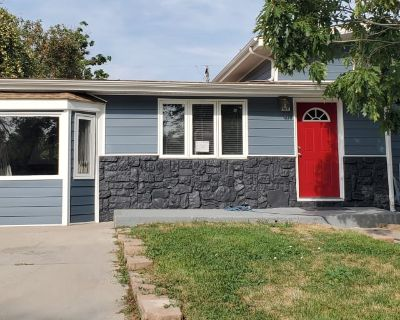 Private room with shared bathroom - Derby , CO 80022