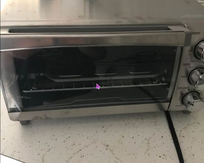 Black and Decker Toaster Oven- like new