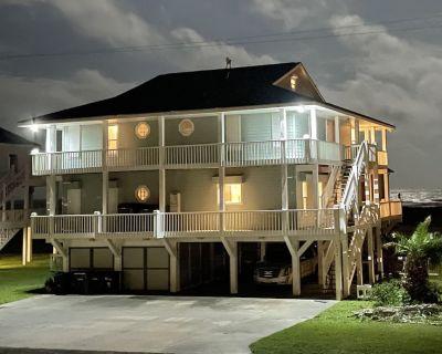 WATCH THE DOLPHINS FROM THE BEACH HOUSE - 1 MINUTE WALK TO BEACH - SLEEPS 15!! - Crystal Beach