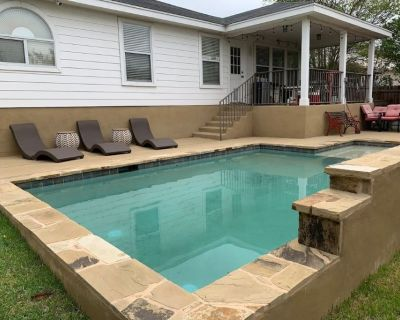 Helotes Pool House Perfect for Entertaining - San Antonio