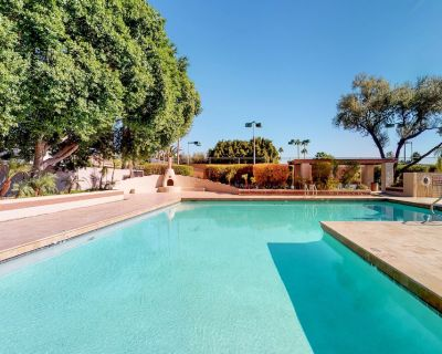 Spanish-style Dog-friendly Home w/ Private hot tub & Shared Pool! - Dobson Ranch