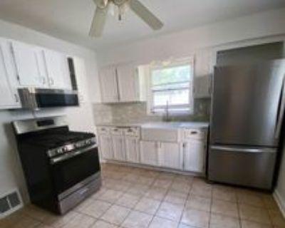9236 W Metcalf Pl, Milwaukee, WI 53222 4 Bedroom House