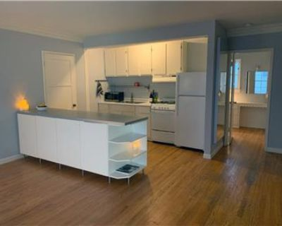Adorable 1st Floor End Unit- Ideal WeHo Location!