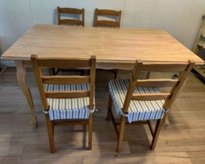 Wood Dining table + 4 matching chairs with cushions set