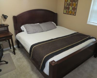 3760 Ste #1 King bed1-Restful & quiet-Netflix-- Priv 1/2BATH - Fulton County