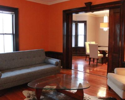 Renovated Victorian w deck xtra rooms orig details