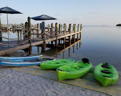 Private Beach House Resort, 2-Bedroom Suite + Lagoon Pool, Private Beach + Dock - Key West