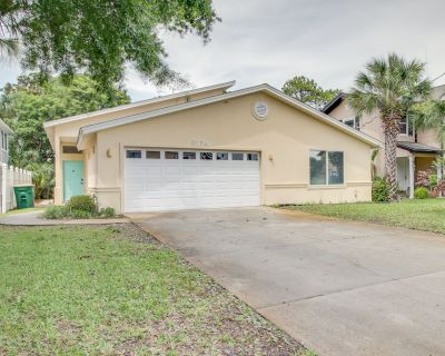 Family-friendly lagoon-front home with dock, soaking bathtub, and kayaks - Silver Sands