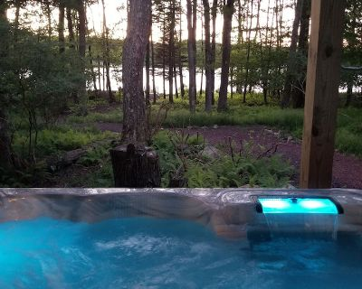 5 Bedroom 3 Bath Lakefront with Yr Round Hot tub near Camelback - Pocono Country Place