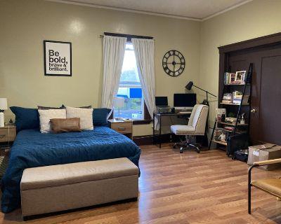HUGE Master Bedroom for Rent in 4 Bed Apt