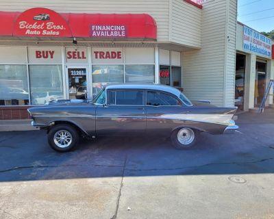 1957 Chevy 210 2-DOOR