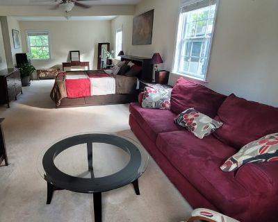 Private room with own bathroom - Newport News , VA 23601
