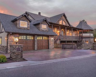 Tranquility Lodge: Luxury in Castle Glen Estates! Pool Table! - Castle Glen Estates