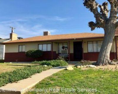 2209 Fairfax Rd, Bakersfield, CA 93306 3 Bedroom House