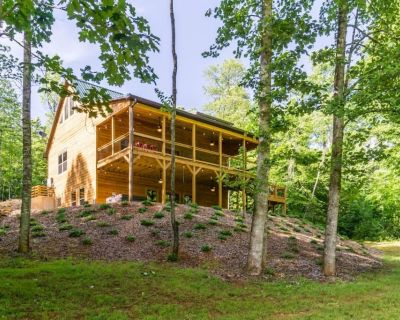 Two Cabins with Hot Tubs, Playground, Sleeps 22 - Dahlonega