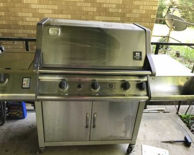 Stainless Gas Grill with rotisserie and side burner