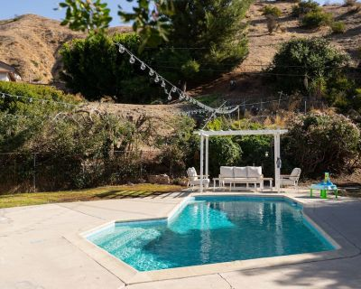 CLEAN/DISINFECTED SPACIOUS, BEAUTIFUL 3-BEDROOM HOME WITH POOL! P12 - Burbank