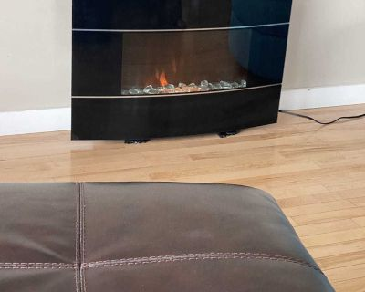 Great used condition fire place. Legs broken but did that to hide them a bit.