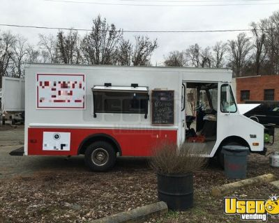 P30 Step Van Food Truck / Spacious Mobile Kitchen Unit