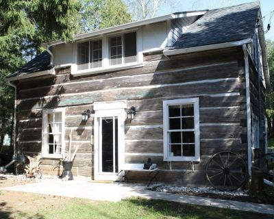 Unique Log Cabin in Port Elgin, ON, 30 second walk to sandy beach with HOT TUB! - Saugeen Shores