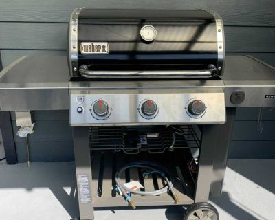 NEW - USED ONCE Weber Genesis II high performance gas grill BBQ