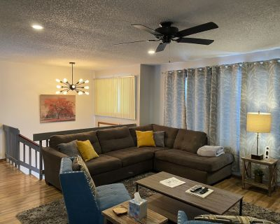 Beautiful Bi-level. Game room with pool table, 5 HDTVs, WiFi. Central heat/air. - Saw Creek
