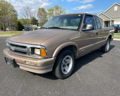 1997 Chevrolet S10 Pickup LS Ext. Cab 2WD