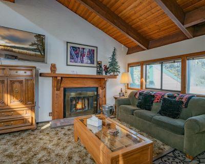 Timber House - FREE Ski/Board Rental! - 2BR/2BA/Smart TV/Wifi/Large Deck - Moonridge