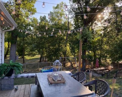 Retro Riverside Retreat in North Moorhead - Clay County