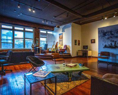 UNIQUE loft space, ECCENTRIC Aesthetic with SKY LINE Views, Atlanta, GA