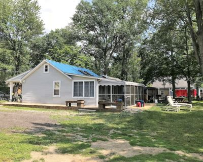 Angler's Cove - Family Friendly Lakefront Cottage - Available Year Round - Pinckney