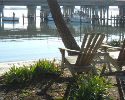 3 BEDROOM 2 BATH ON THE WATER - Willoughby Spit