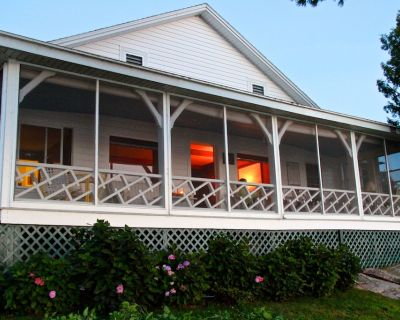 Classic Summer Cottage with Spectacular Wrap-Around River View - Town of Alexandria
