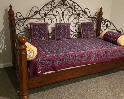 Havertys Day Bed