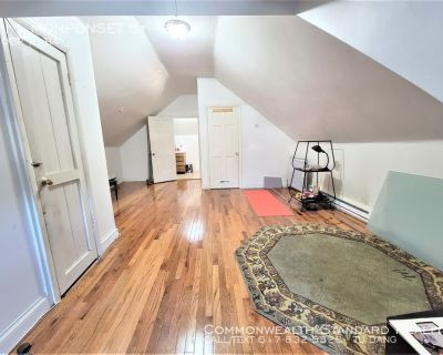 AVAILABLE NOW!! - Studio in Hyde Park- All utilities included!!