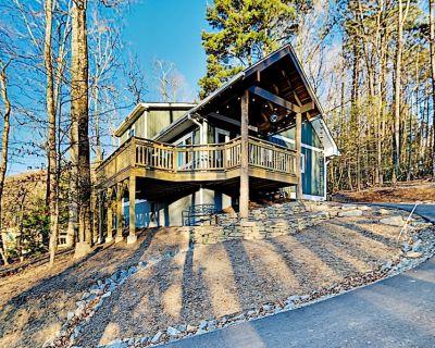New Green Built Home | Wraparound Deck | Near Outdoor Adventure & In-Town Fun - Black Mountain
