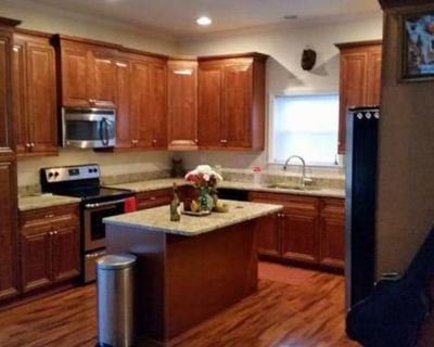 Private room with own bathroom - Norfolk , VA 23508