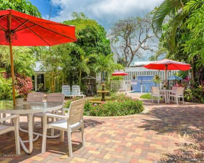 Bonaire Suite- A beautiful Island Retreat- Shared Pool- Gated compound - Downtown Key West
