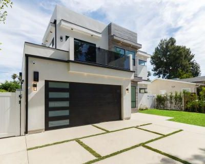Luxury Modern Home with Pool Spa and Rooftop Deck, encino, CA