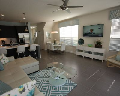 Outstanding, owner operated Townhome, even a TV in the pool area! - Four Corners