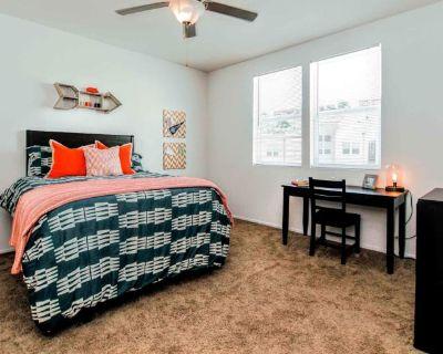 Private room with own bathroom - San Bernardino , CA 92407