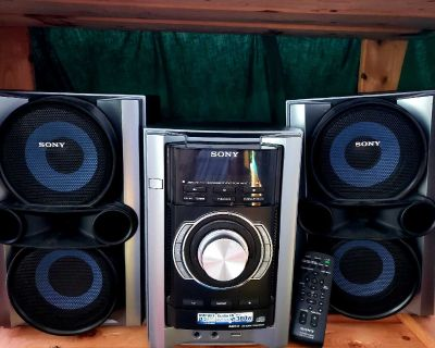 Sony Stereo - Amazing Condition *Loud Bass*