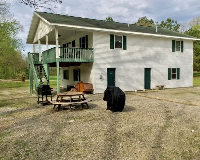 White River trout fishing/reunion getaway in Flippin AR w/boat ramp & game room - Flippin