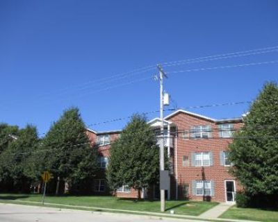 2 Bed 2 Bath Preforeclosure Property in Milwaukee, WI 53227 - S 92nd St Unit 302