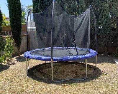 Trampoline w/ safety net.