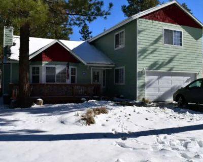 Downtime 4 BR 3 Bath Home in quiet area of Big Bear city. Between the 2 shores. - Big Bear City