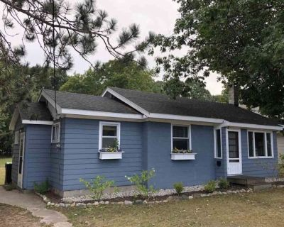 Cozy, Clean, Pet-Friendly Cottage w/ Big Yard - Walk to Town! - Harbor Springs