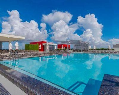 Outdoor Getaway! Spacious Unit w/ Kitchen, Beach, Pool, Restaurant and Bar, Gym! - Hollywood Beach